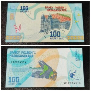 Madagascar currency 100 Ariary UNC Banknote